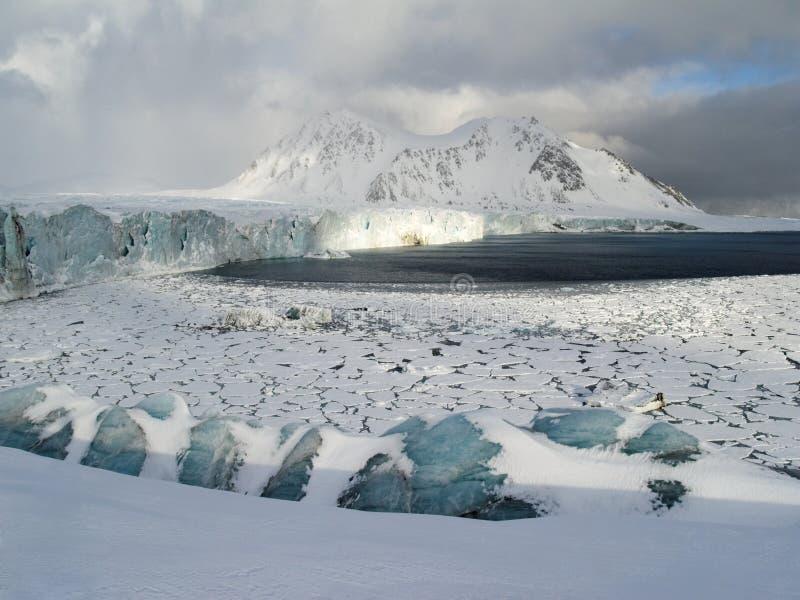El ártico - hielo y glaciares imagen de archivo libre de regalías