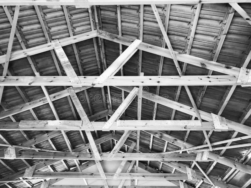 El ático privado abandonado de la casa dentro de la visión fotografía de archivo libre de regalías