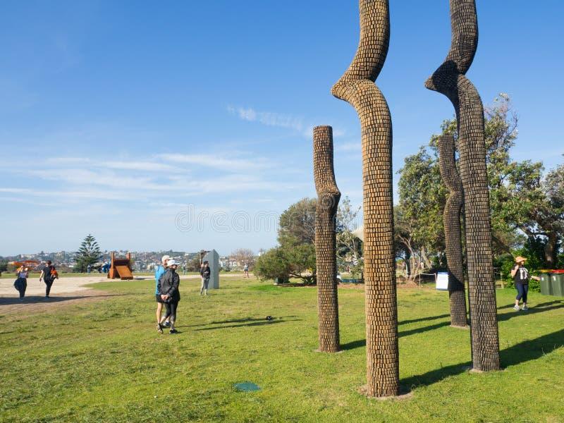 El 'mediados de desafío de la vida 'es ilustraciones esculturales de Ben Carroll en la escultura por los acontecimientos anuales  fotografía de archivo
