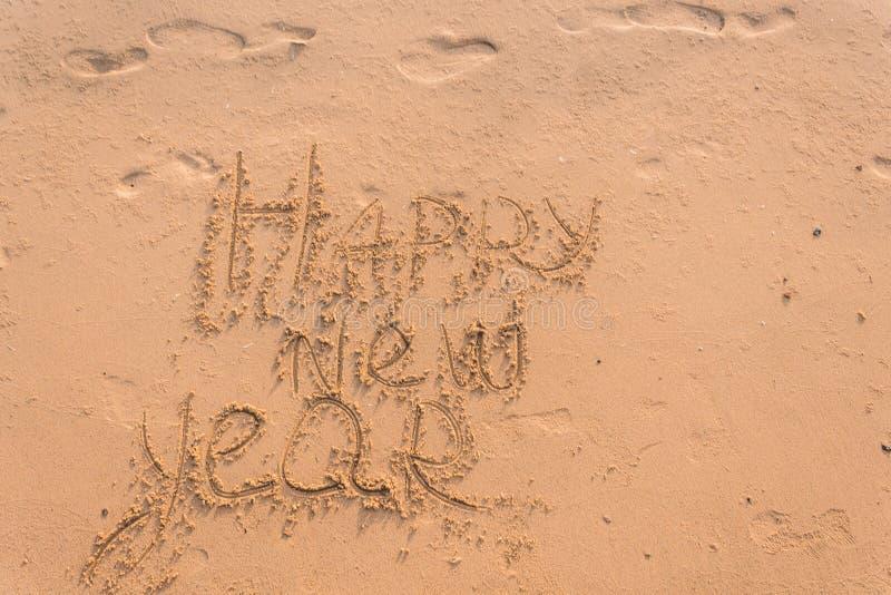 El Año Nuevo 2019 es un concepto - la inscripción 2019 en una playa arenosa fotografía de archivo libre de regalías