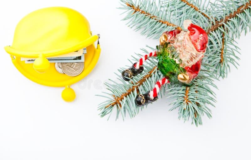 El Año Nuevo juega el fondo blanco amarillo del árbol de abeto del dólar de la moneda del dinero del monedero de Santa Claus fotos de archivo libres de regalías