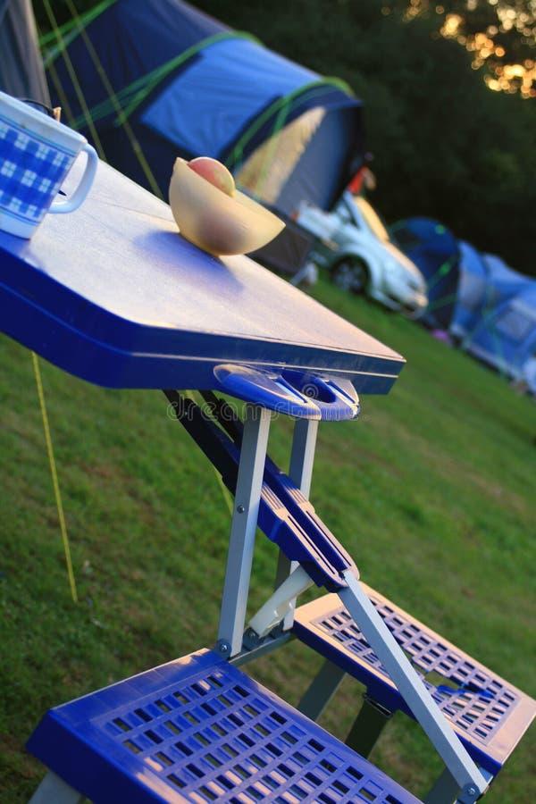 El acampar fotografía de archivo libre de regalías