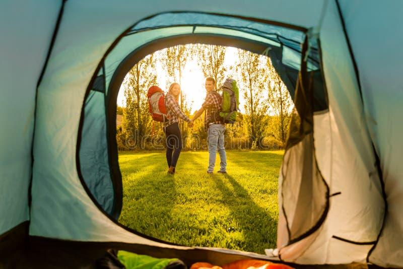 El acampar de Letimagen de archivo libre de regalías