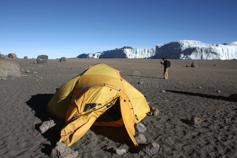 El acampar del cráter de Kilimanjaro fotos de archivo