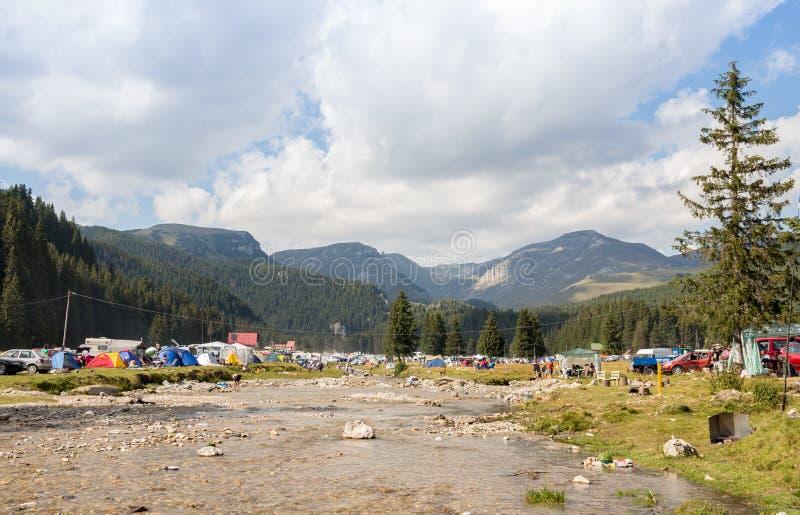 El acampar del Fest de Padina foto de archivo