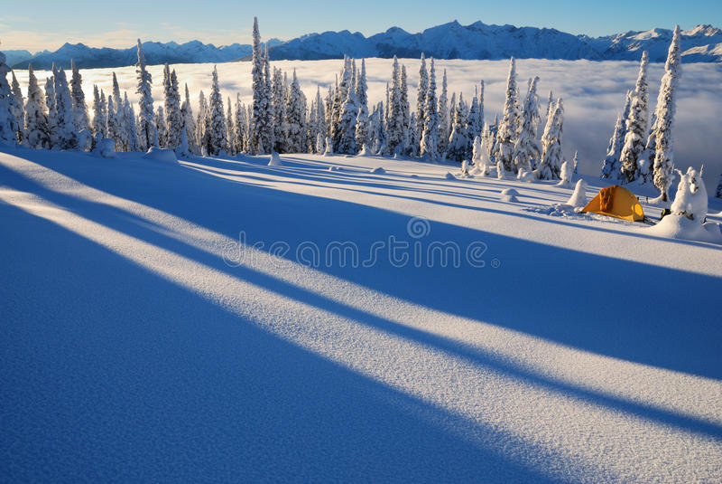 El acampar del invierno fotos de archivo