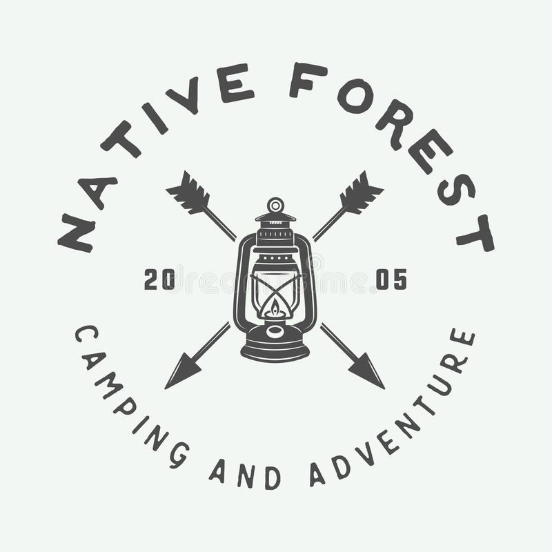 El acampar del vintage al aire libre y se aventura el logotipo, insignia, etiquetas libre illustration