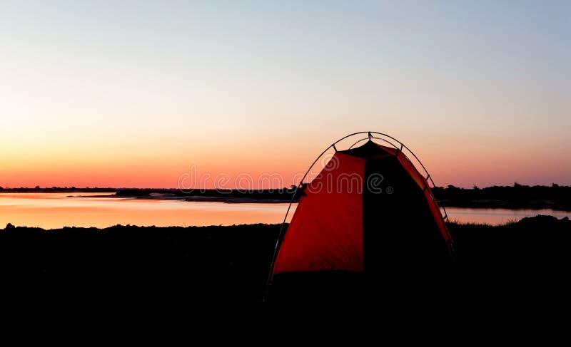 El acampar en África en el río Zambezi en Namibia imágenes de archivo libres de regalías