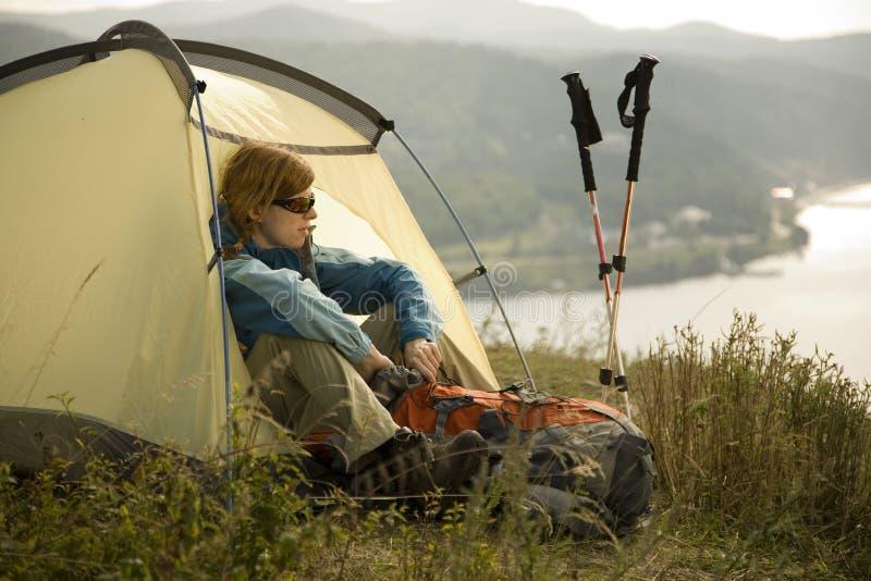 El acampar. Talla del XL foto de archivo