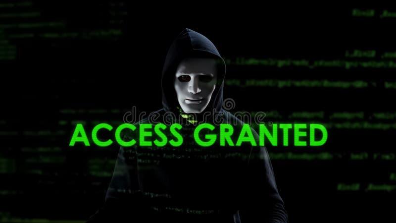 El acceso concedió el texto en la pantalla, pirata informático profesional que copiaba la información secreta fotografía de archivo libre de regalías