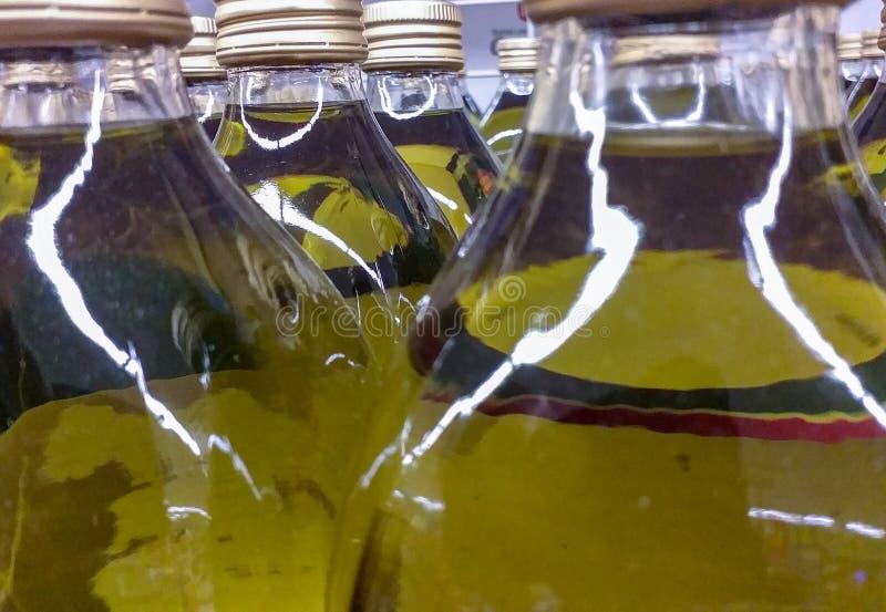 El aceite de oliva es un aceite de mesa extraído de aceitunas, de que es las frutas del europaea del Olea del olivo El tipo virgi foto de archivo