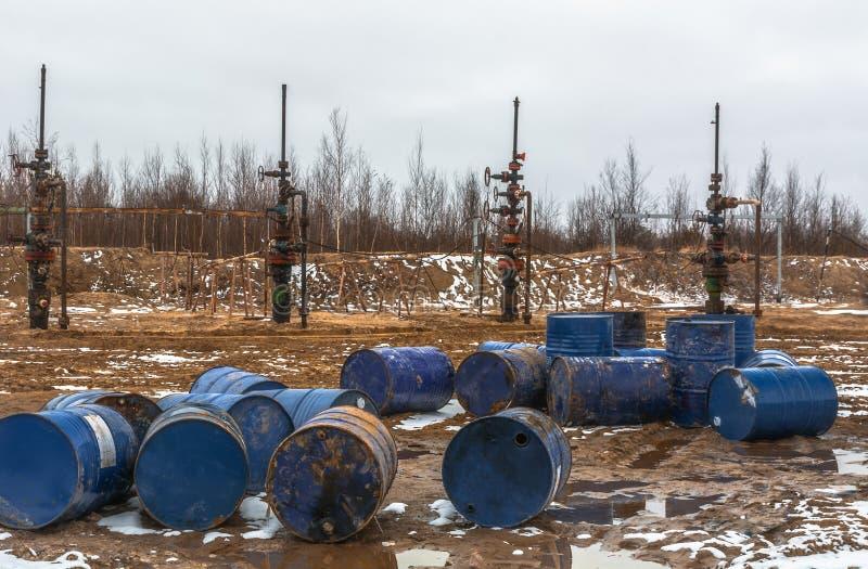 El aceite ha terminado No hay nada llenar barriles imágenes de archivo libres de regalías