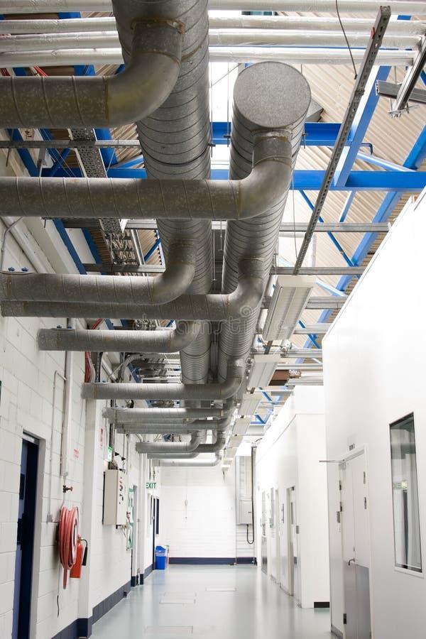 El acondicionador de aire industrial transmite el sistem imagen de archivo