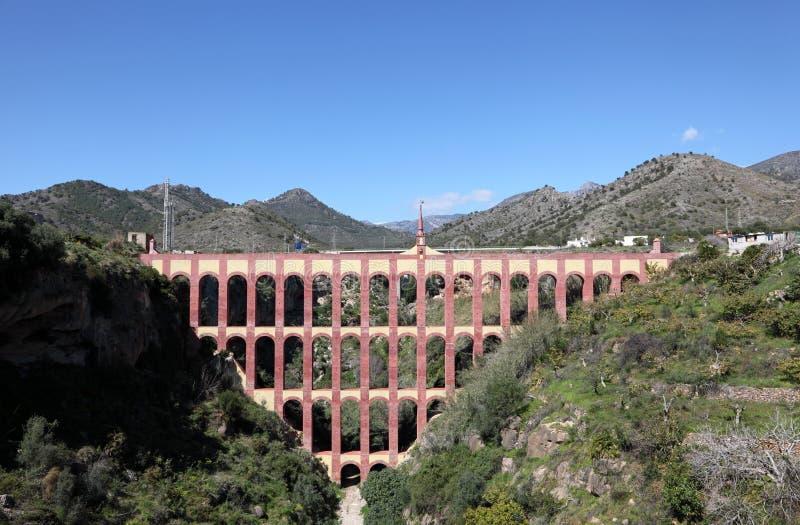 El acueducto de Nerja, España imagen de archivo
