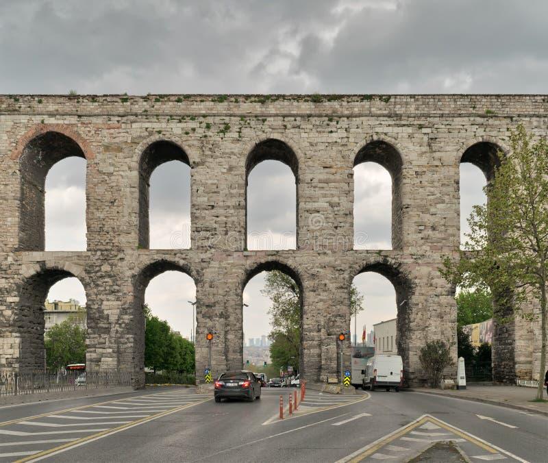 El acueducto de Valens, acueducto romano, era el agua principal que proporcionaba el sistema de la capital romana del este de Con imagen de archivo libre de regalías