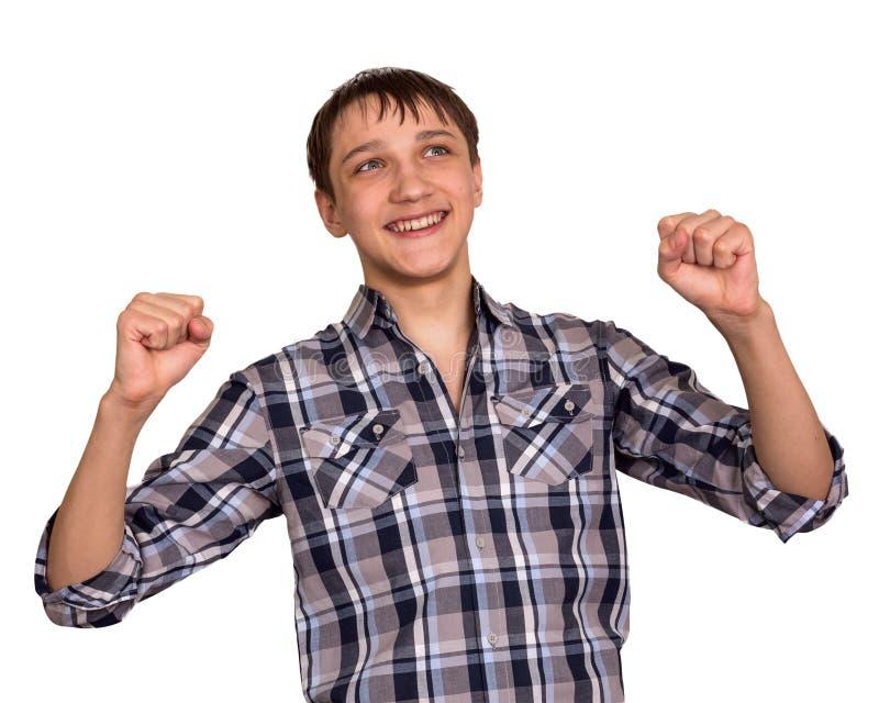 El adolescente alegre ha aumentado las manos para arriba foto de archivo