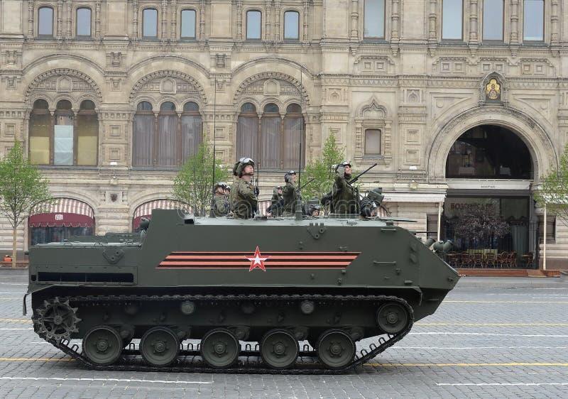 El ` aerotransportado multiusos de Rakushka del ` del veh?culo blindado de transporte de personal BTR-MDM imagenes de archivo