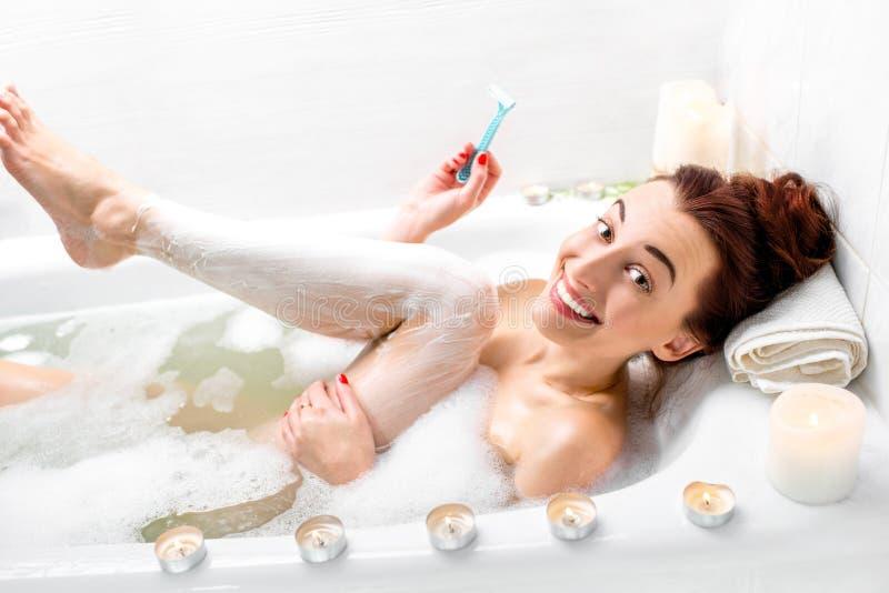El afeitar de la mujer imagenes de archivo