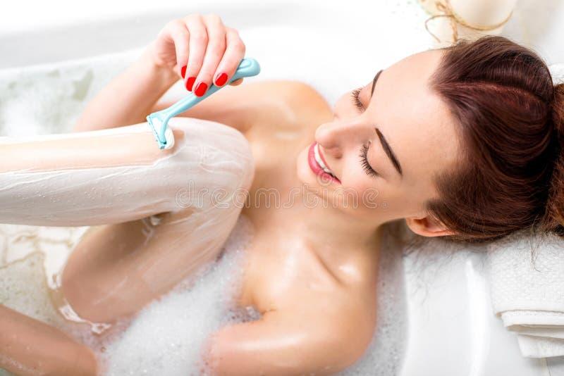 El afeitar de la mujer imagen de archivo