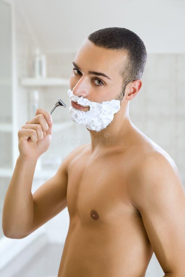 El afeitar del hombre fotografía de archivo libre de regalías