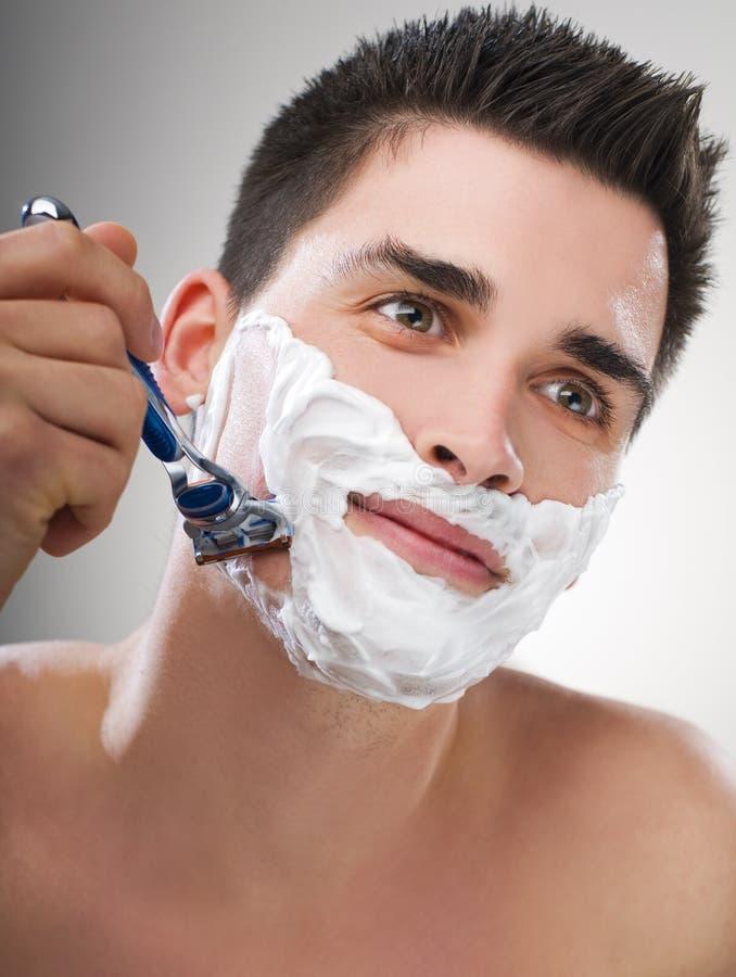 El afeitar del hombre imagenes de archivo