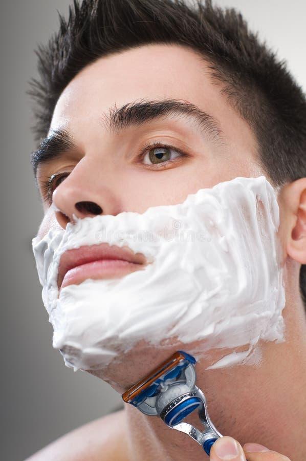 El afeitar del hombre fotografía de archivo