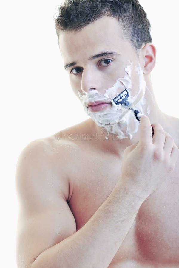 El afeitar del hombre joven imagenes de archivo