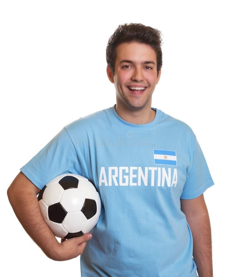 El aficionado al fútbol argentino es feliz sobre una meta foto de archivo libre de regalías