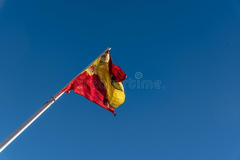 El agitar español de la bandera fotos de archivo
