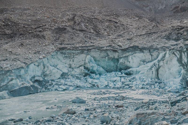 El agrietarse y fusión del glaciar de Passu Gilgit baltistan, Paquistán fotos de archivo libres de regalías