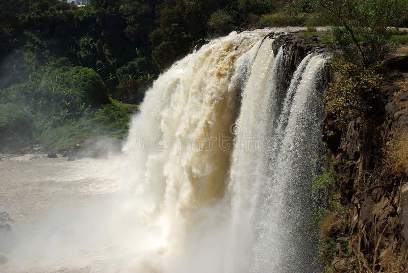 El agua cae en Etiopía imagenes de archivo