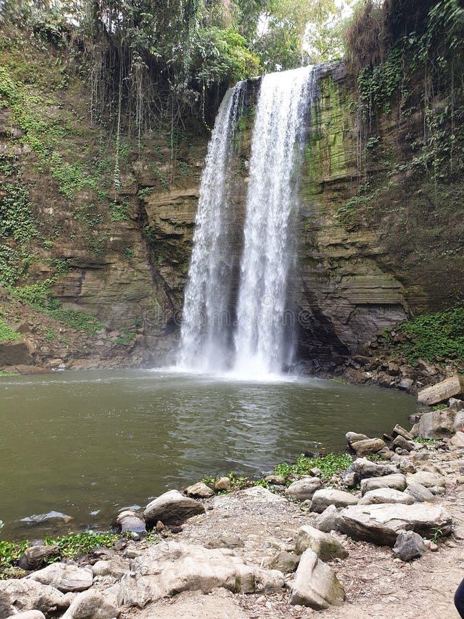 El agua de 7 caídas cae cercano para arriba imagen de archivo