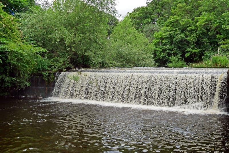 El agua de Leith en Edimburgo, ESCOCIA imagen de archivo libre de regalías
