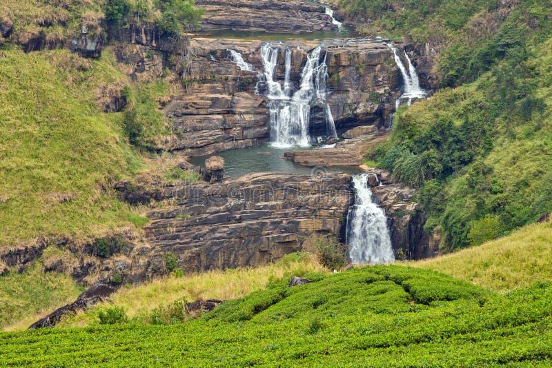 El agua del St Clairs cae poco Niágara de la cascada de Sri Lanka fotos de archivo