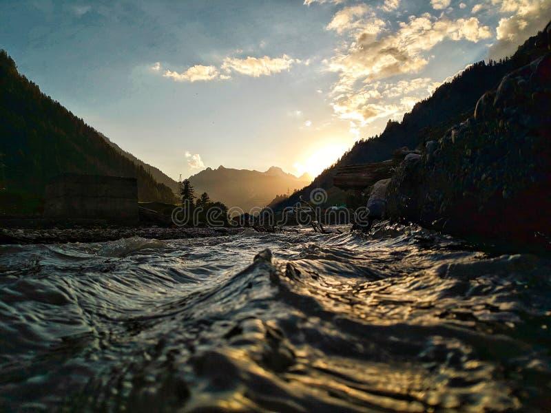 El agua es la fuerza impulsora de toda la naturaleza imagen de archivo