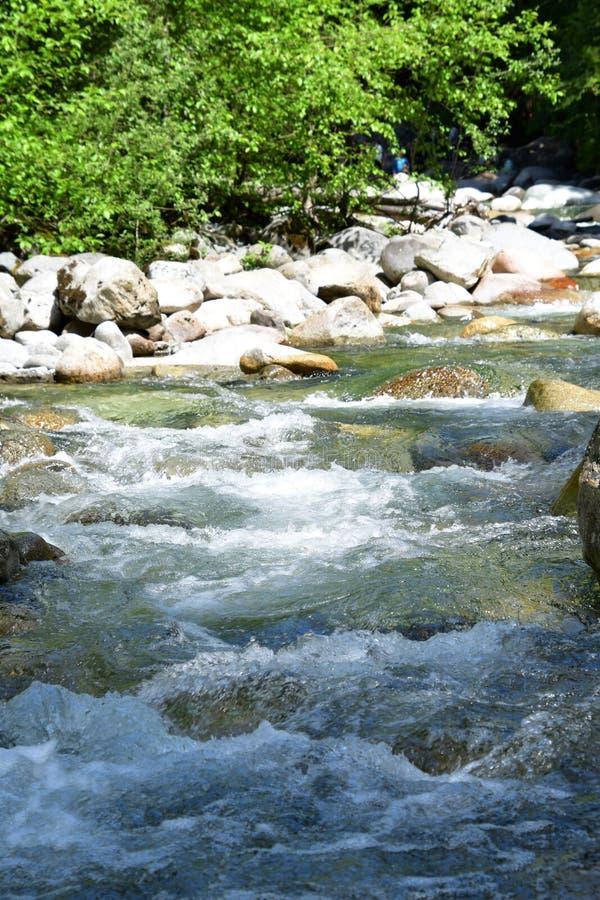 El agua que atraviesa a Lynn Creek imágenes de archivo libres de regalías