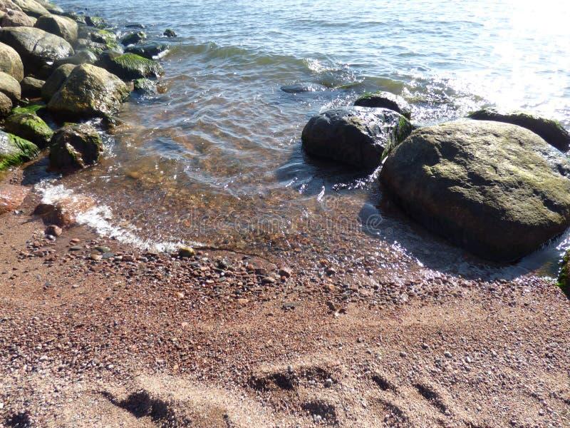 El agua resuelve la tierra imágenes de archivo libres de regalías
