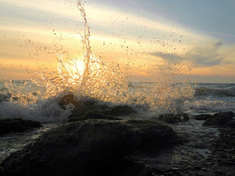 El agua salpica foto de archivo