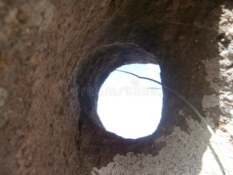 El agujero en la roca imagen de archivo libre de regalías
