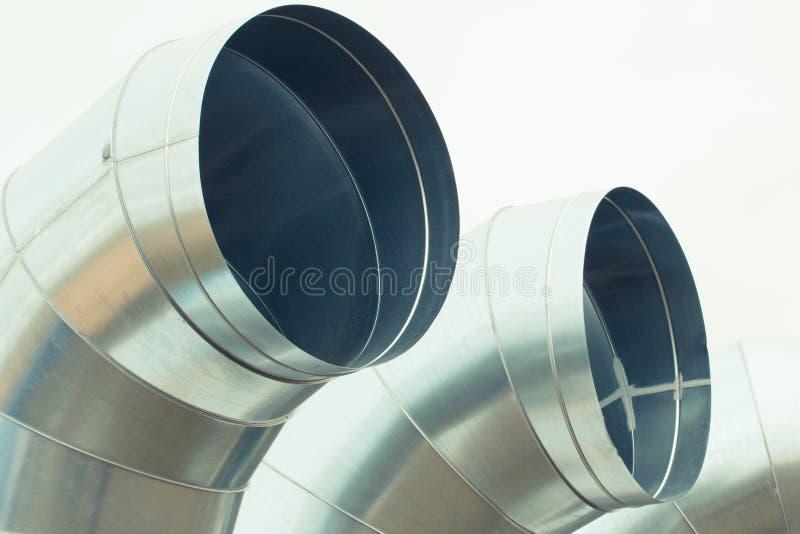 El aire de acero tubo el tubo para la ventilación o el sistema de condicionamiento fotos de archivo libres de regalías