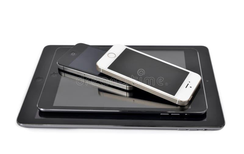 el aire del iPad, el iPad mini, el iPhone 4S y el iPhone 5S Smart llaman por teléfono imágenes de archivo libres de regalías
