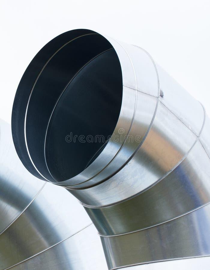 El aire tubo el tubo para la ventilación o el sistema de condicionamiento, dirigiendo concepto foto de archivo libre de regalías