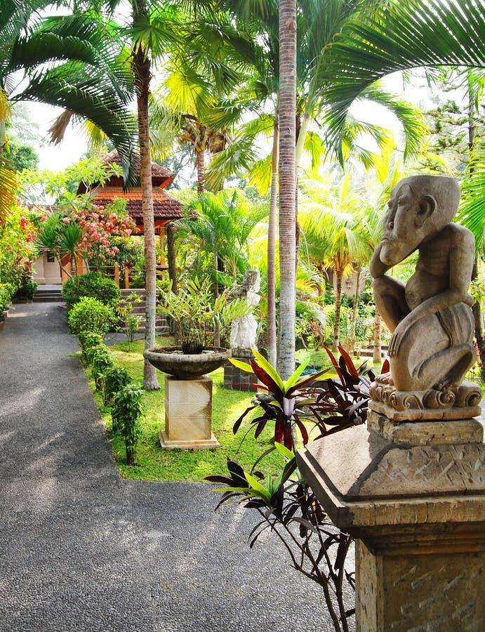 El ajardinar del jardín del Balinese fotografía de archivo libre de regalías