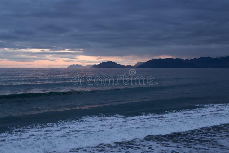 El Alaskan agita en puesta del sol foto de archivo