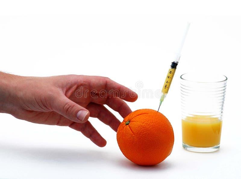 El alcanzar para la vitamina C fotografía de archivo