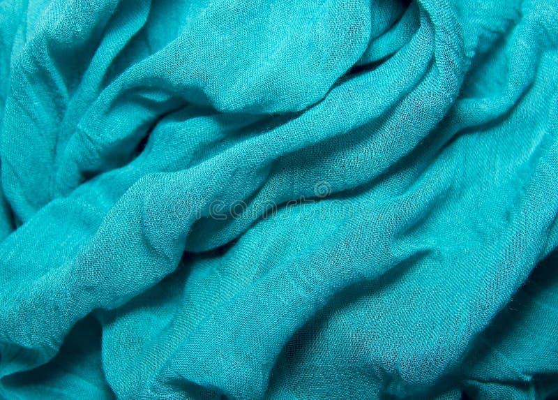 el algodón y la seda de la textura de la tela arrugaron los dobleces azules que mentían en TA fotos de archivo