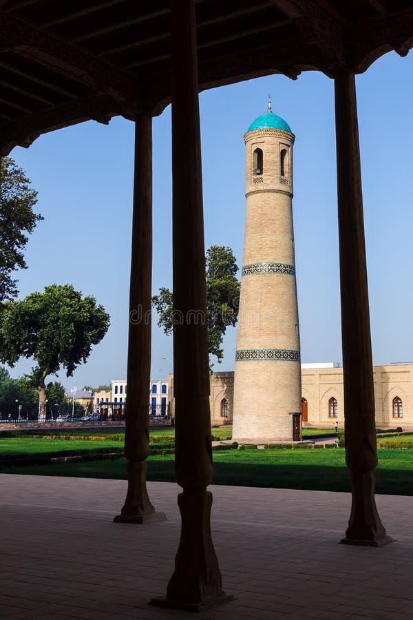 El alminar de Jami Mosque en Kokand - Uzbekistán foto de archivo libre de regalías