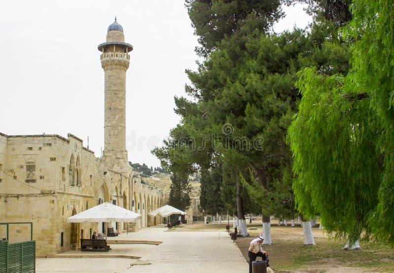 El alminar de Salahya y la mezquita sobre la base de la bóveda del rocho fotos de archivo libres de regalías