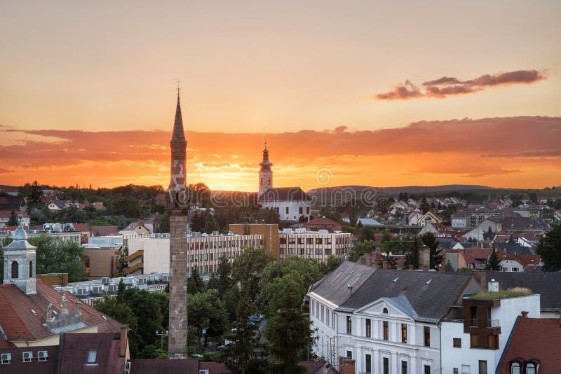 El alminar en la puesta del sol, Hungría de Eger fotografía de archivo libre de regalías