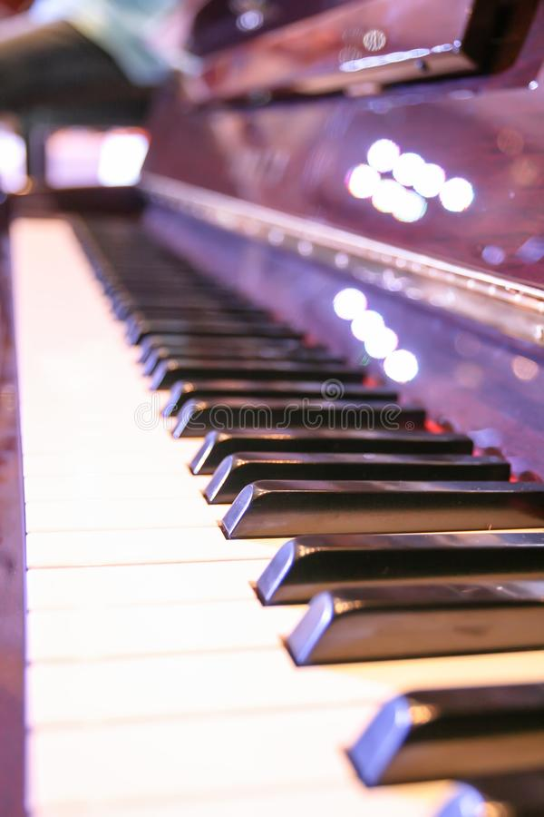 El altavoz del piano es generalmente único en la prensa de cada llave imagenes de archivo